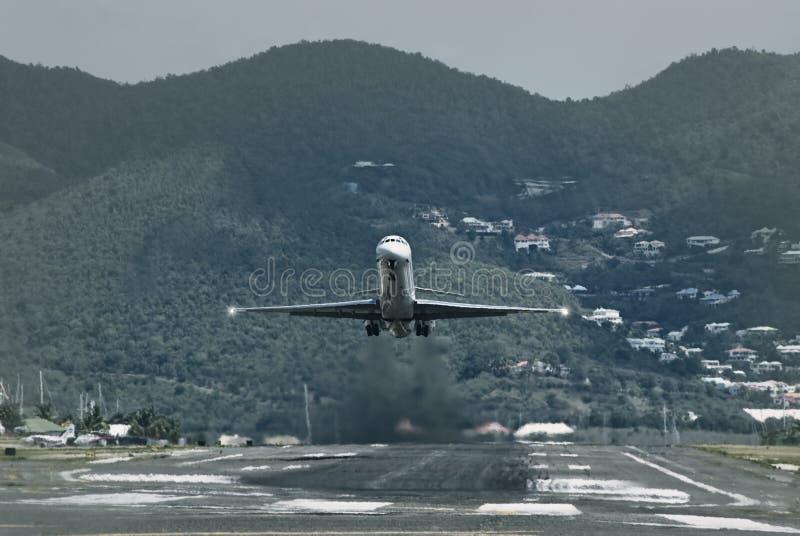 Atterrissage d'avion de passager image libre de droits