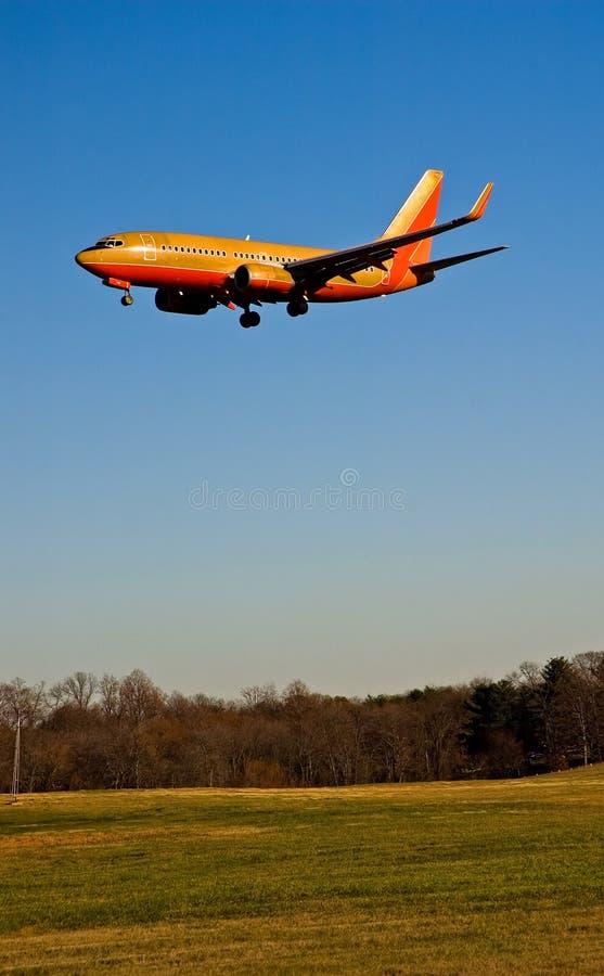 Atterrissage d'avion de passager - 1 photo stock