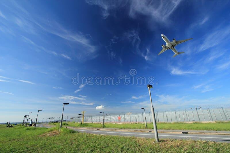 Atterrissage d'avions image stock