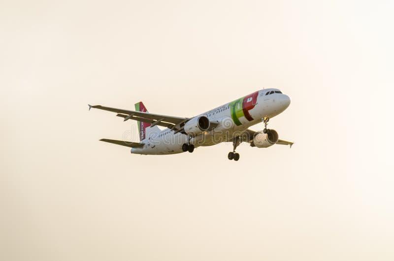 Atterrissage d'avions de robinet chez Heathrow photo libre de droits