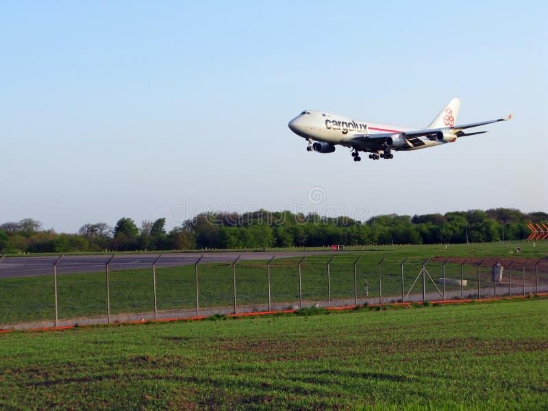 Atterrissage de Cargolux photo stock