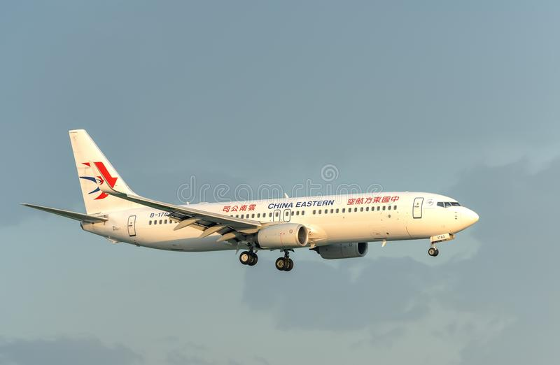 Atterrissage de China Eastern Airlines Airbus a330-200 dans Tan Son Nhat International Airport photo stock
