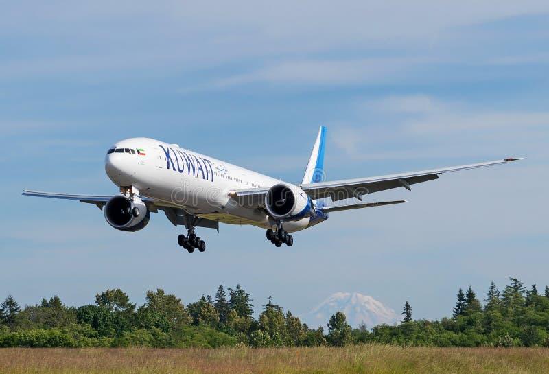 Atterrissage de Kuwait Airways Boeing 777-300ER image stock