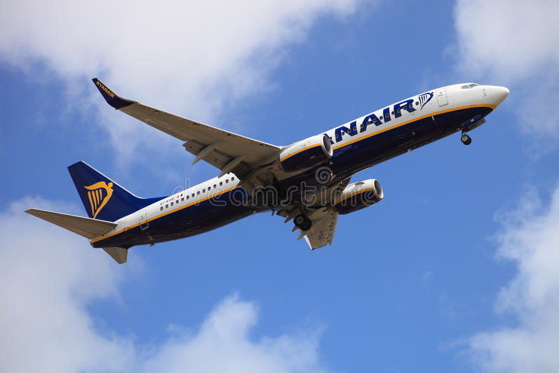 Atterrissage de vols de Ryanair image stock