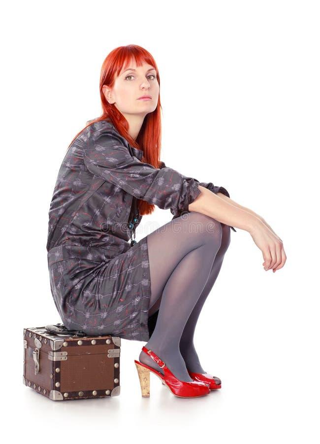 Attesa della donna di viaggio immagine stock libera da diritti