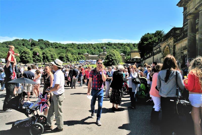 Attesa della visita reale a Chatsworth in Derbyshire, il Regno Unito immagini stock libere da diritti