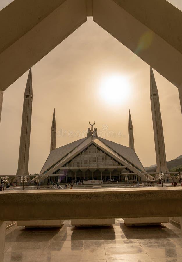 Attesa pakistana intorno alla moschea di Faisal Islamabad nel pomeriggio fotografie stock libere da diritti