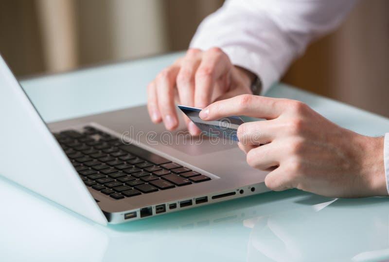 Attività bancarie online immagine stock