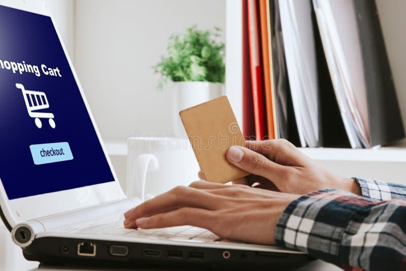 Attività bancarie online di acquisto immagine stock