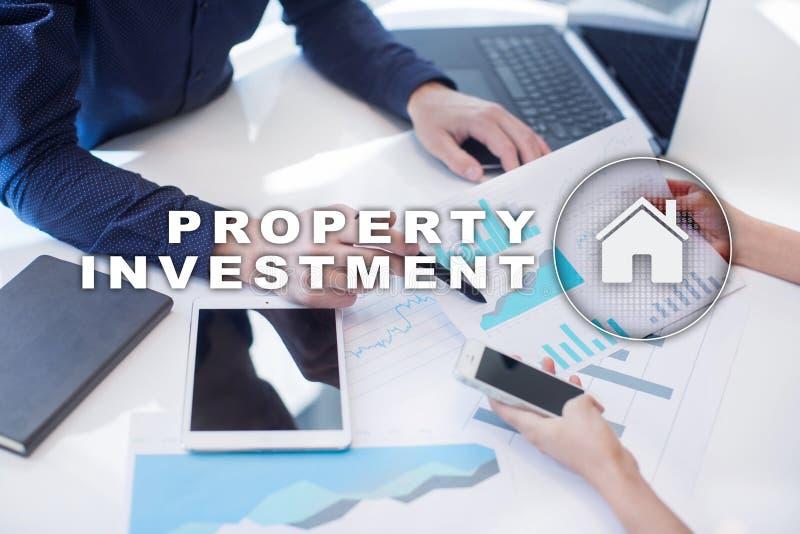 Attività d'investimento della proprietà e concetto di tecnologia Fondo di schermo virtuale fotografia stock