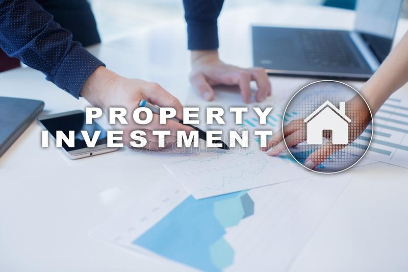Attività d'investimento della proprietà e concetto di tecnologia Fondo di schermo virtuale immagini stock libere da diritti