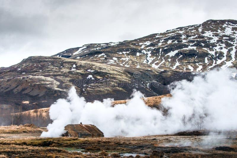 Attività geotermica al geyser dello strokkur immagine stock