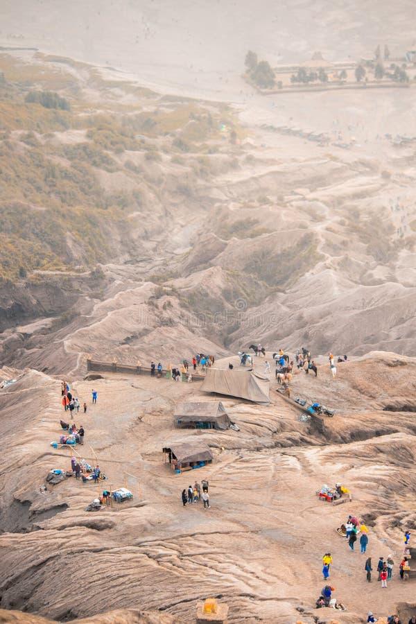 Attività sulla montagna di Bromo dalla cima fotografia stock libera da diritti