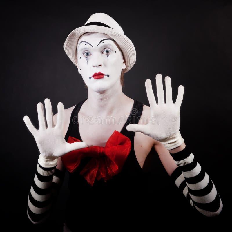 Attore del teatro nel mime divertente di trucco fotografia stock libera da diritti