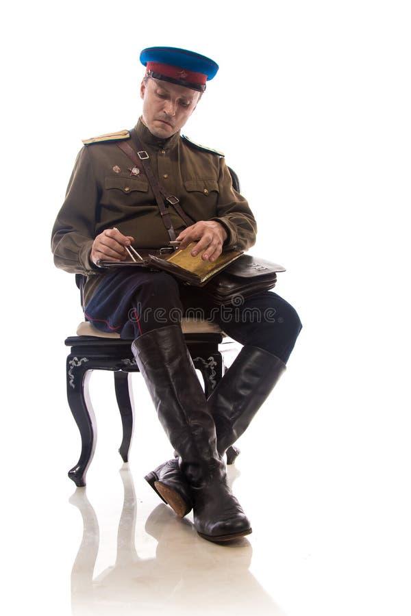 Attore dell'uomo sotto forma di commissariato del ` s di capitano People dell'ufficiale degli affari interni della Russia a parti immagine stock libera da diritti