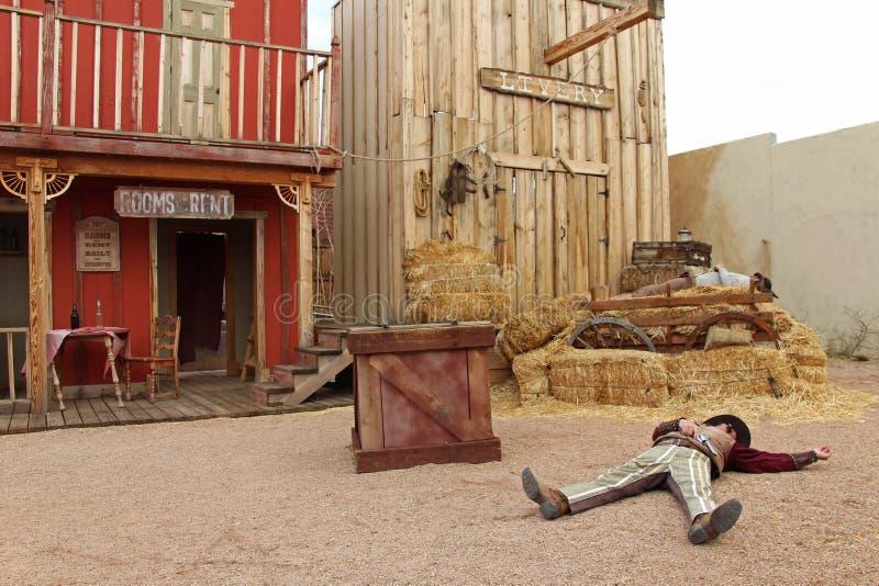 Attori che giocano la O k Scontro a fuoco del recinto per bestiame in pietra tombale, Arizona fotografia stock libera da diritti