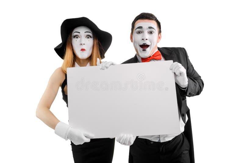 Attori del mimo che tengono cartello in bianco fotografia stock