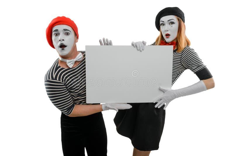 Attori del mimo che tengono cartello bianco fotografia stock