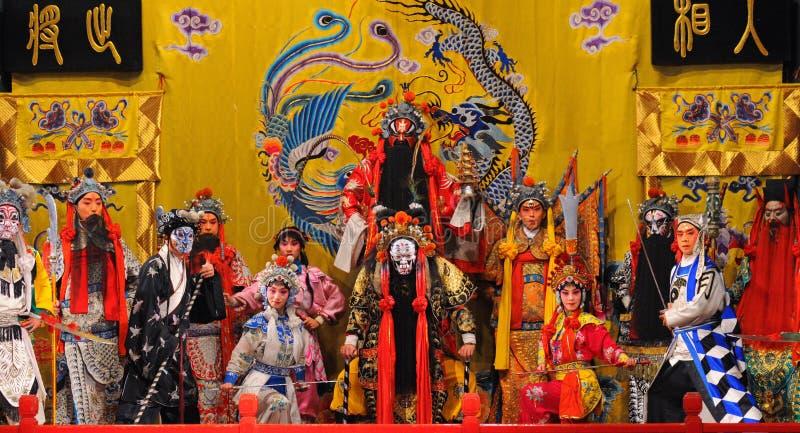 Attori non identificati delle troupe di opera di Pechino immagini stock libere da diritti