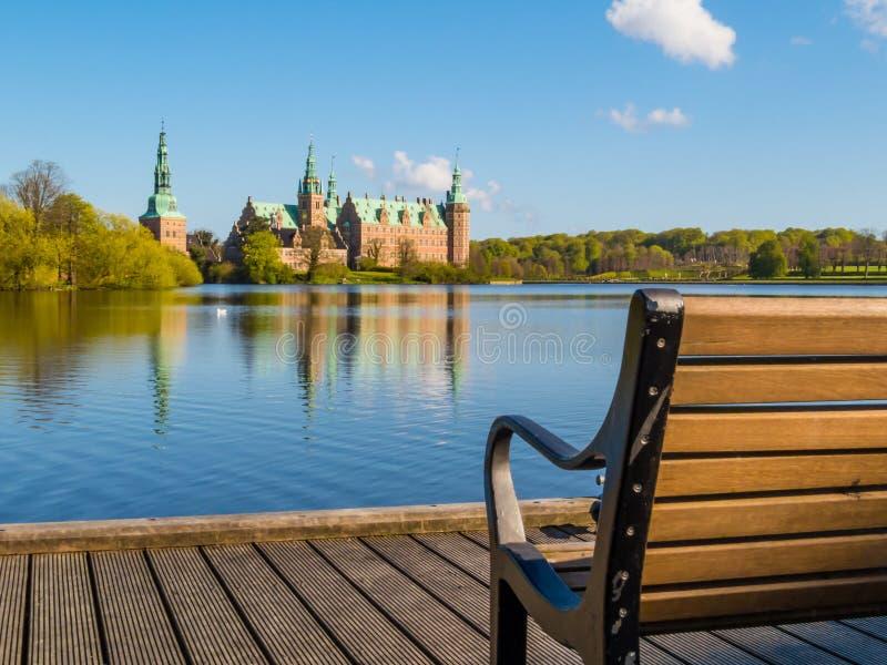 Attraccando nel lago castle, scanalatura di Frederiksborg, Hillerod, Danimarca fotografia stock