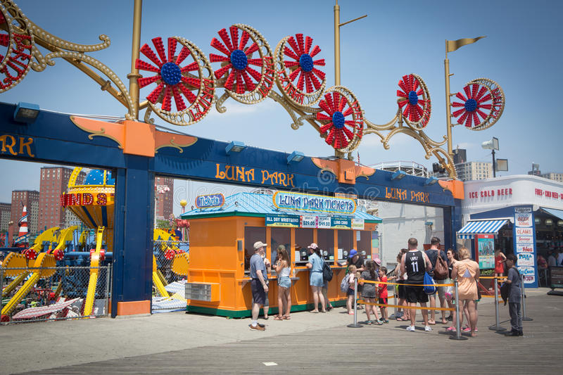 Attractions de Coney Island, ligne de billet de Luna Park photos stock