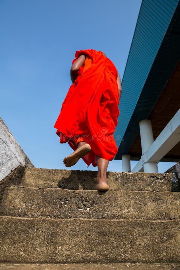Attractions de Sri Lanka, bouddhistes dans le temple de Bouddha photographie stock