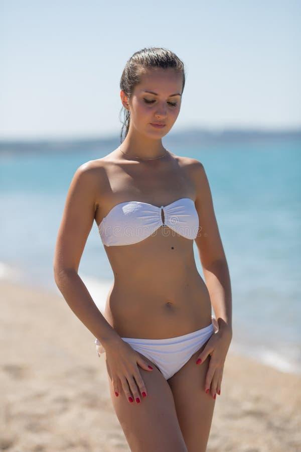 white-girl-in-bikini-white-nude-sucking