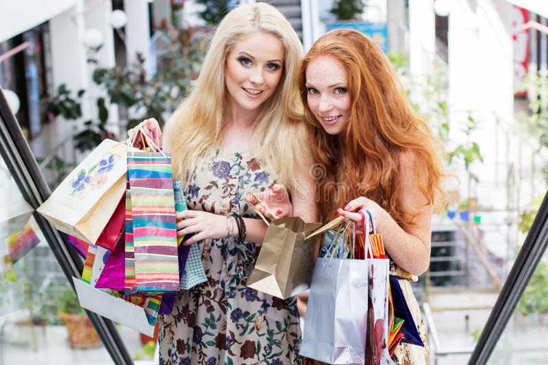 attractive girls happy out shopping two стоковая фотография rf