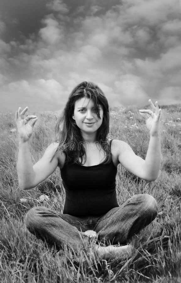 attractive meadow meditating woman στοκ φωτογραφίες