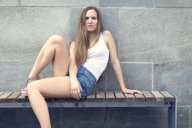 Chicas sexy sentadas desnudas