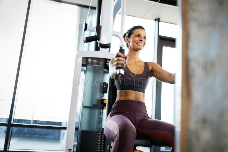 Attractive young woman working out at a gym. royalty free stock photos