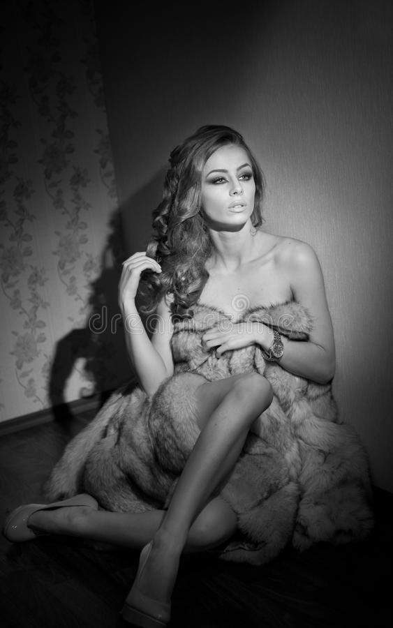 Free Attractive Young Woman Wrapped In A Fur Coat Sitting In Hotel Room. Black And White Portrait Of Sensual Female Daydreaming Stock Photo - 44026880