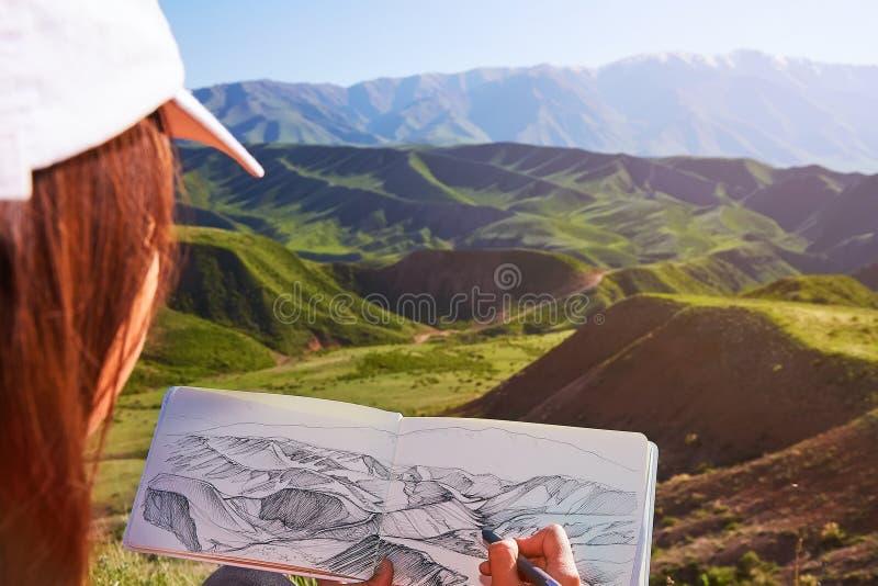 Attraktioner på naturen utomhus måla kazakhstan Bergvårlandskap arkivbild