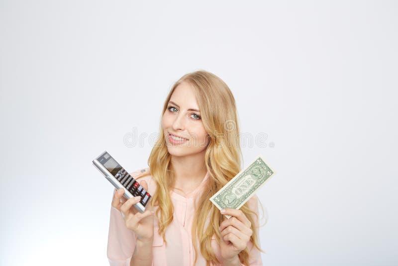 Attraktiv affärskvinna som bär en dräkt och arkivbilder