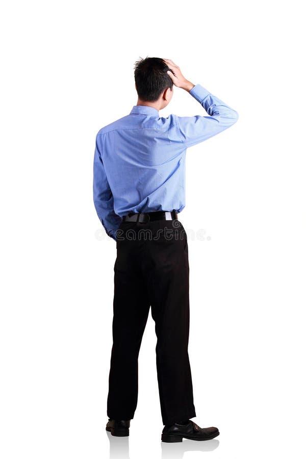 Attraktiv affärsman som står över vit royaltyfri bild