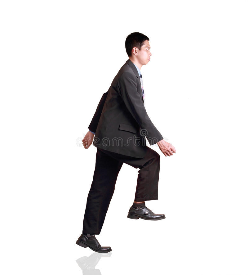 Attraktiv affärsmansimulering av att gå på trappan arkivbilder