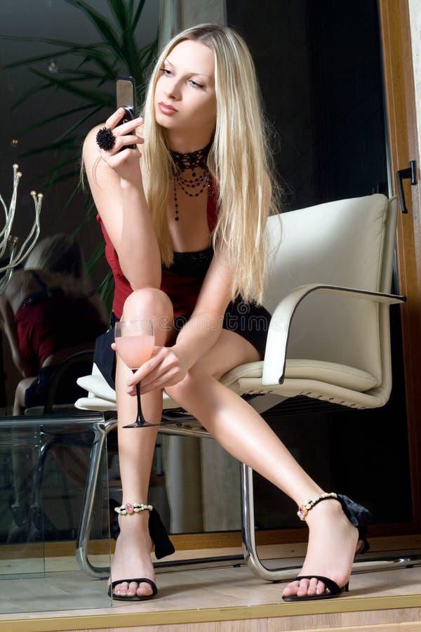 attraktiv blondin arkivbild