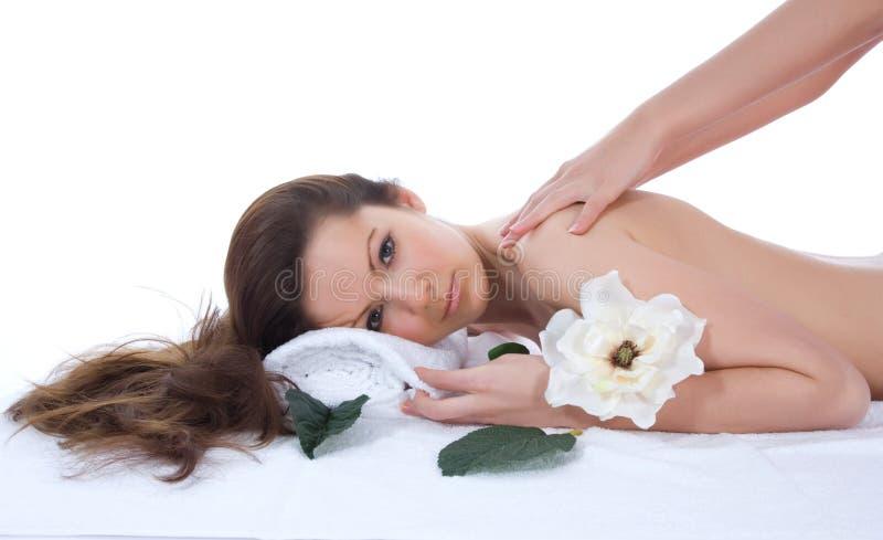 attraktiv fående brunnsortbehandlingkvinna royaltyfria bilder