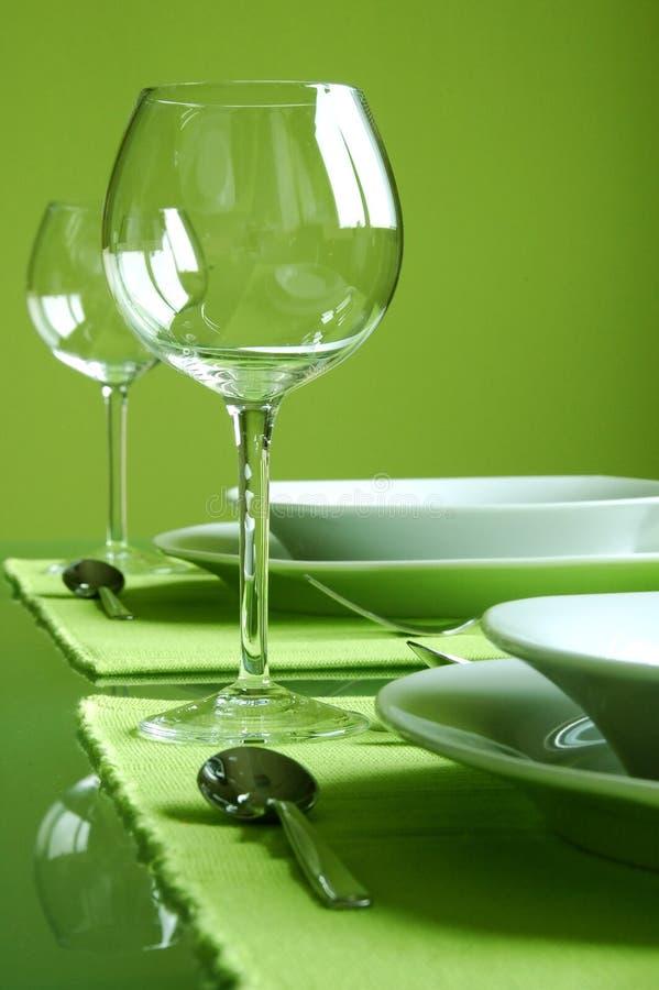 attraktiv grön inställningstabell royaltyfri bild