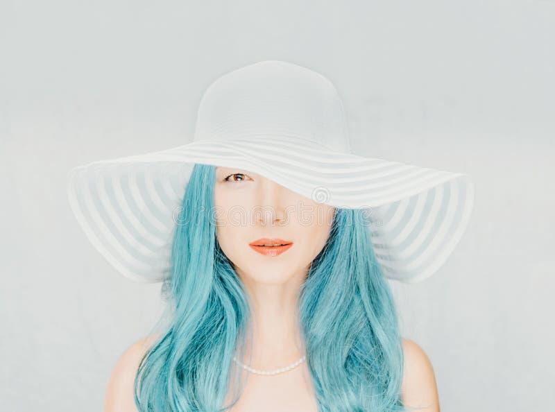 attraktiv hattkvinna arkivbilder