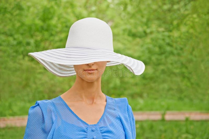 attraktiv hattkvinna royaltyfri fotografi