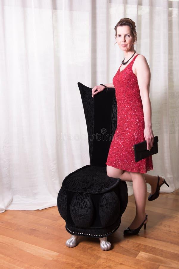 attraktiv klänningredkvinna royaltyfria bilder