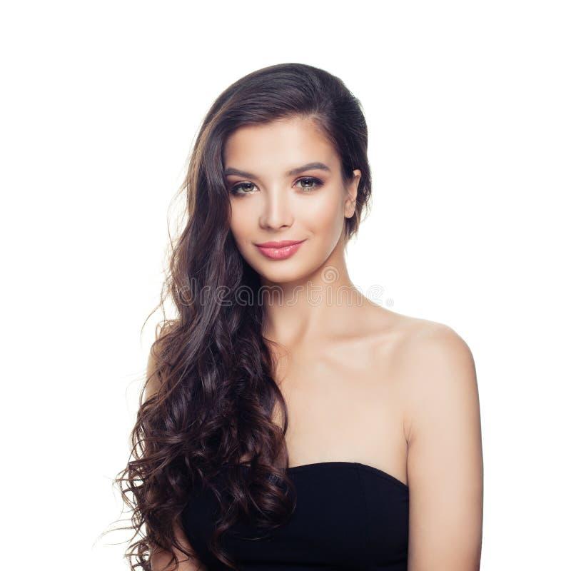 Attraktiv kvinna som isoleras p? vit bakgrund Nätt modell med den långa hårståenden arkivbild