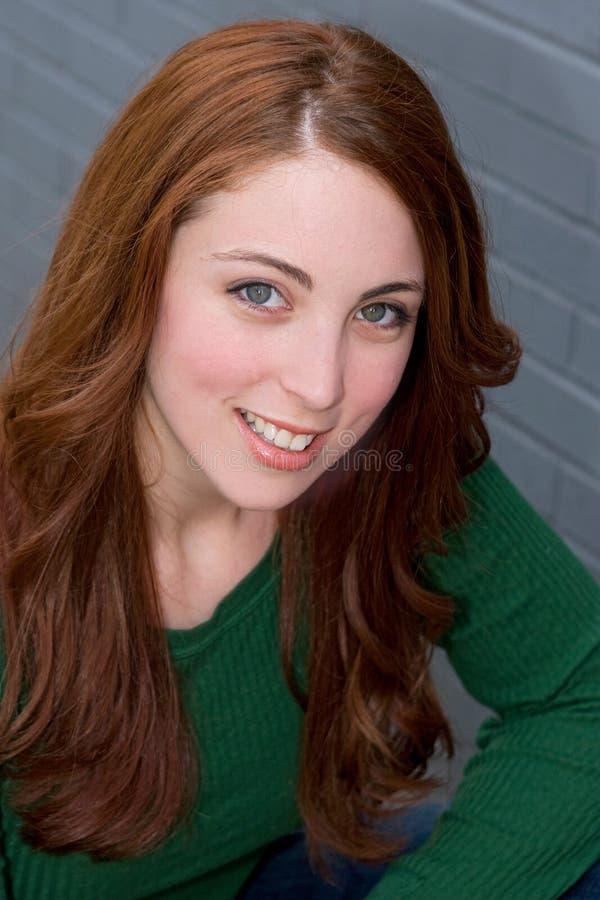 attraktiv redhead arkivfoton