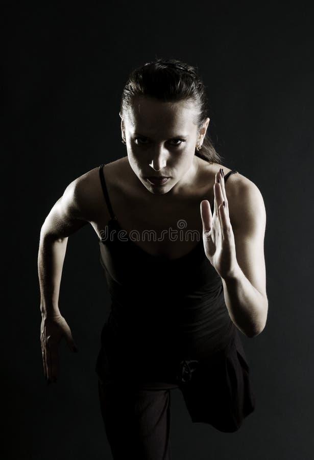 attraktiv running för idrottsman nen arkivfoto