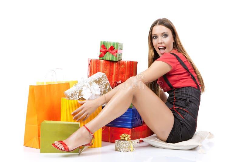 attraktiv shoppingkvinna arkivfoto