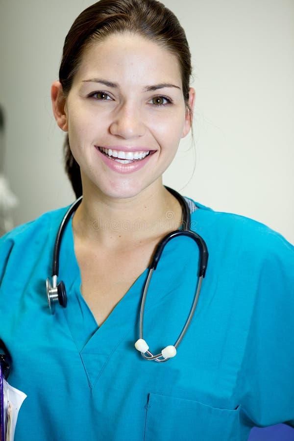 attraktiv sjuksköterska arkivfoto