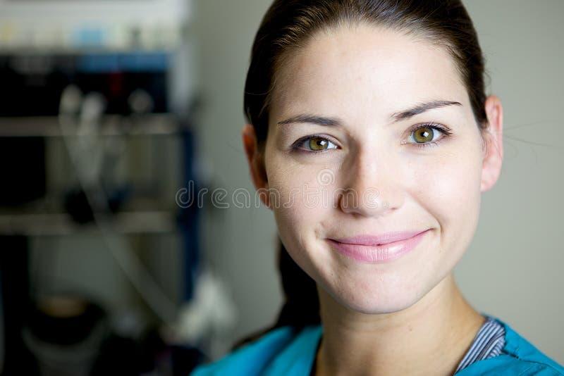 attraktiv sjuksköterska royaltyfri foto