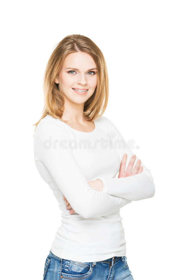 Attraktiv tonårs- flicka som ler i tand- hänglsen royaltyfri fotografi