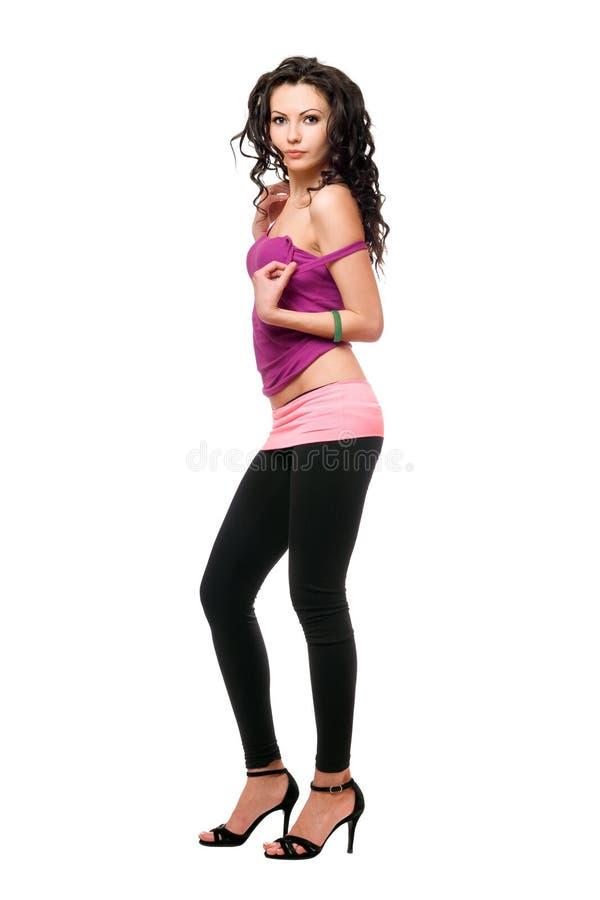 Attraktiv ung brunett i svart damasker arkivfoto